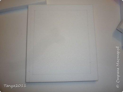 Добрый день, мастерицы! Я сегодня спешила сделать МК шкатулки-книги. Итак, нам необходимо: пеноплекс толщиной 2 см - 2/3 листа, нож канцелярский , наждачка, клеевой пистолет, краска гуашь, акриловый лак, распечатка, контур по керамике белый. фото 5