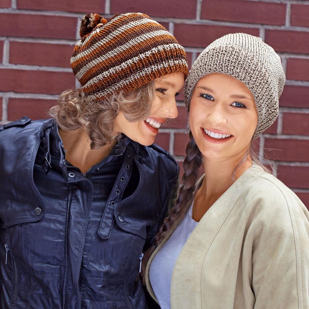 Две шапки с помпоном