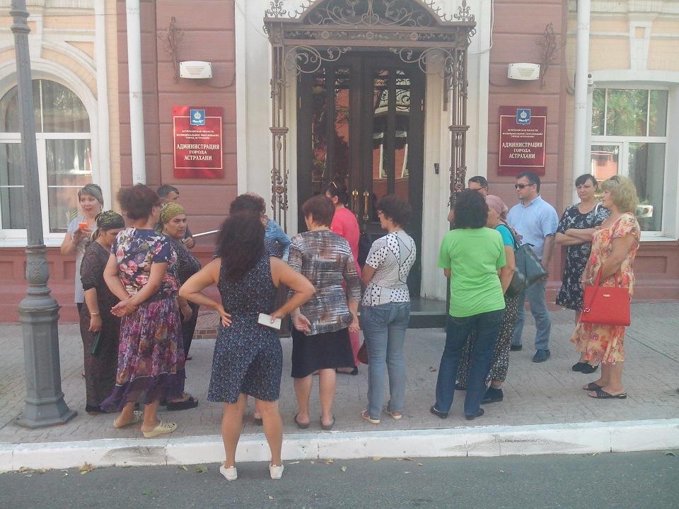 Предприниматели с рынка Большие Исады просят помощи у депутатов из партии СПРАВЕДЛИВАЯ РОССИЯ