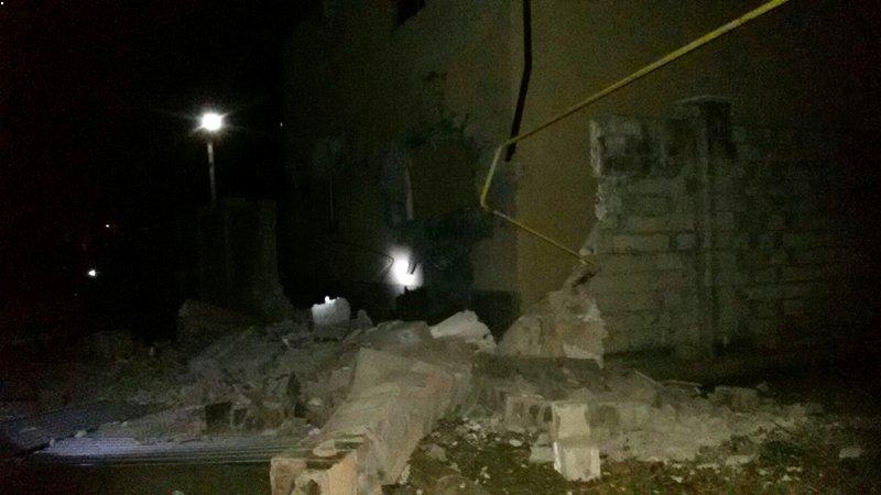 Украинская армия прямой наводкой била по жилому дому в Донецке