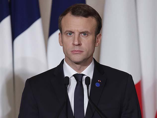 Президент Франции в юности писал эротические произведения