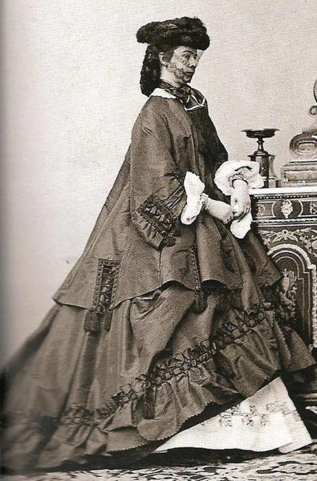 Последняя фотография императрицы Елизаветы Баварской. Считается, что после 40 лет она снималась, только закрывая лицо вуалью.