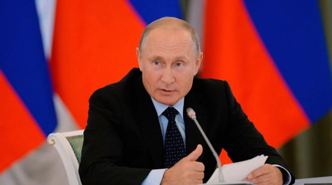 Владимир Путин призвал не связывать цены на нефть с ценами на нефтепродукты внутри страны