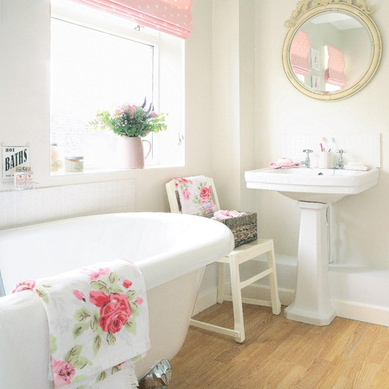 3531390708_4d55614f24 Pretty+white+bathroom_O (550x550, 293Kb)