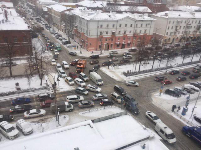 В Перми произошел пожар в бизнес-центре «Бажов»: Люди выпрыгивают из окон — последние новости, трансляция фото и видео с места событий