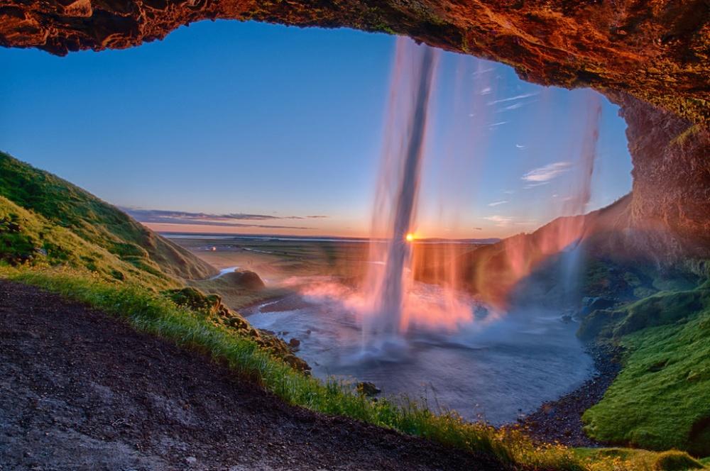 Водопады - это красиво и мощно!