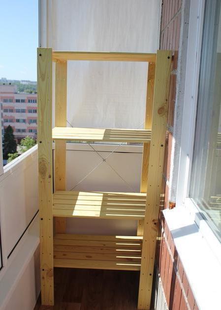 Стеллаж на балкон из дерева