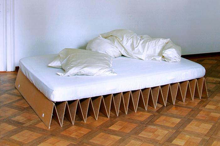 Картонная кровать от IT Design.