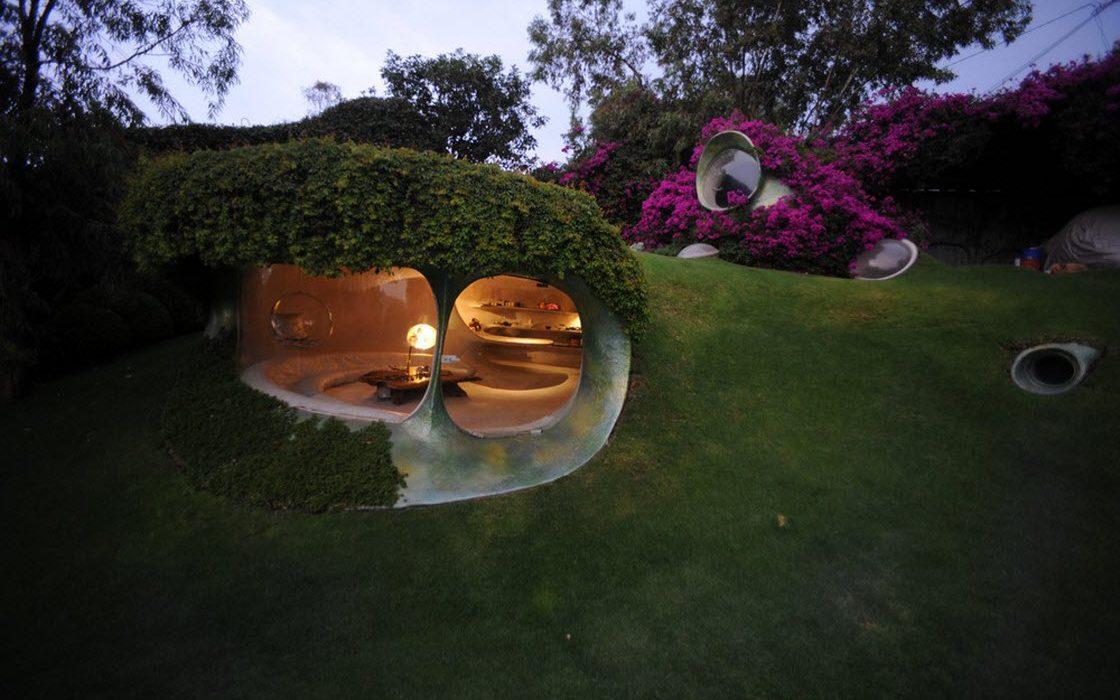 Органический дом-землянка в Мексике