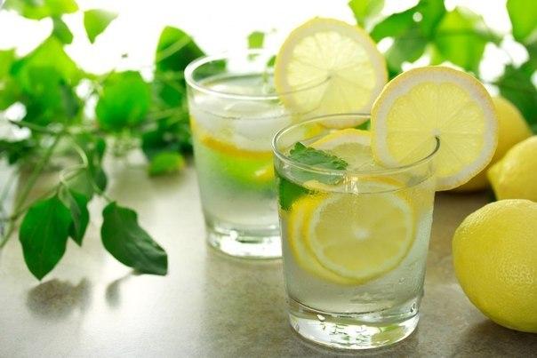 5 причин выпить воду с лимоном утром