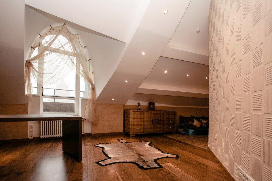 Дизайнерский чердак: как выглядят стильные мансарды в загородных домах
