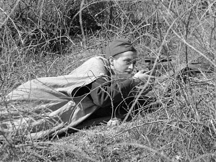 Девушка-снайпер Клавдия Калугина. | Фото: picworld.ru.