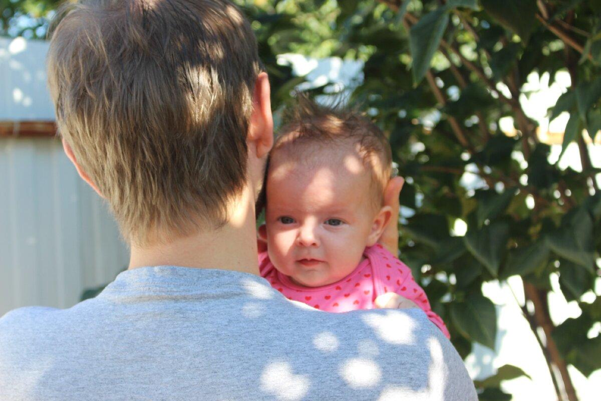 Папа и дочка 3 месяца. Фотография автора