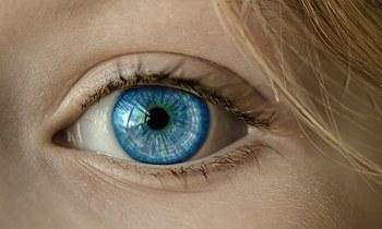 Российские банки начнут распознавать клиентов по сетчатке глаза