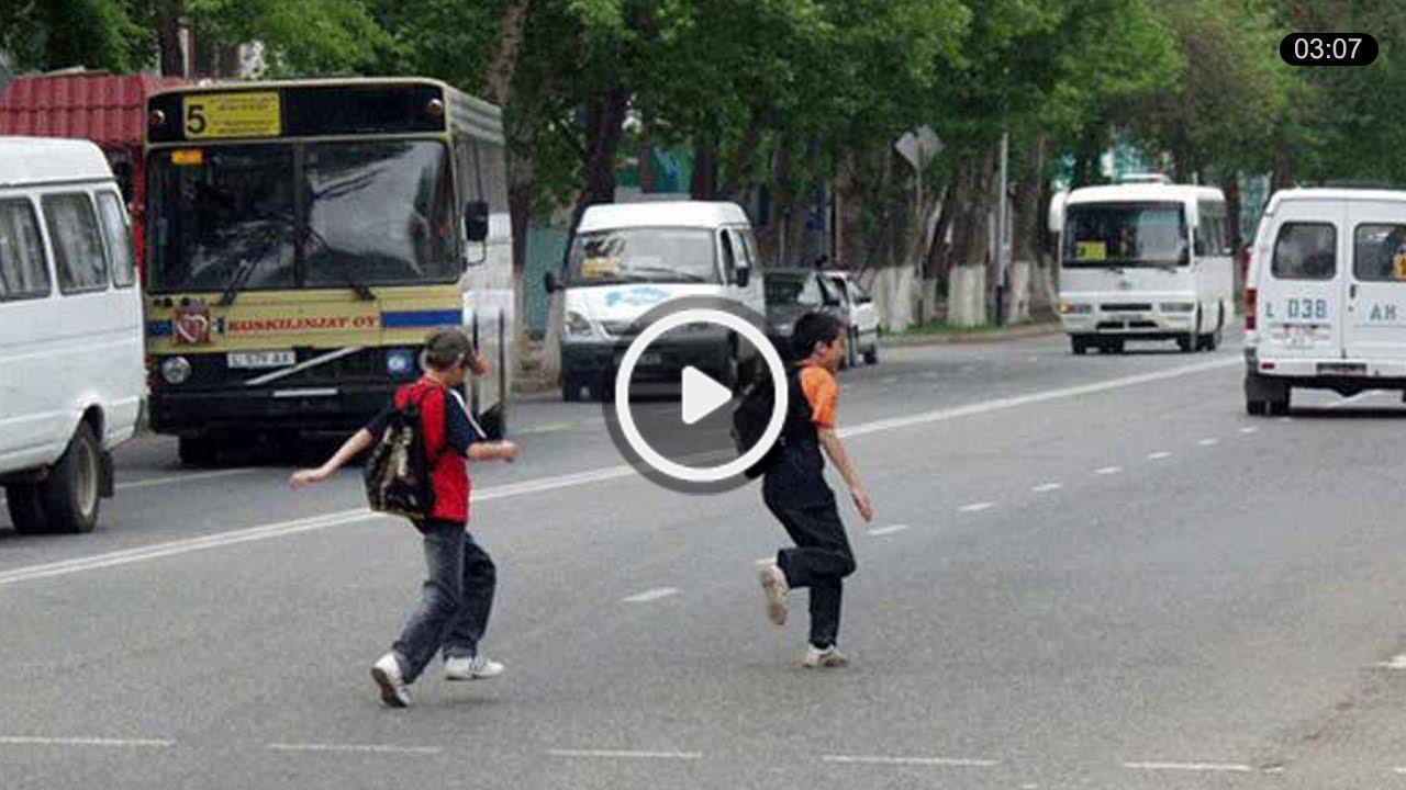 Сбили пацана на полосе для общественного транспорта
