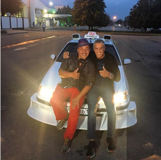 В Ростове звезду «Такси» возили на точной копии машины из фильма