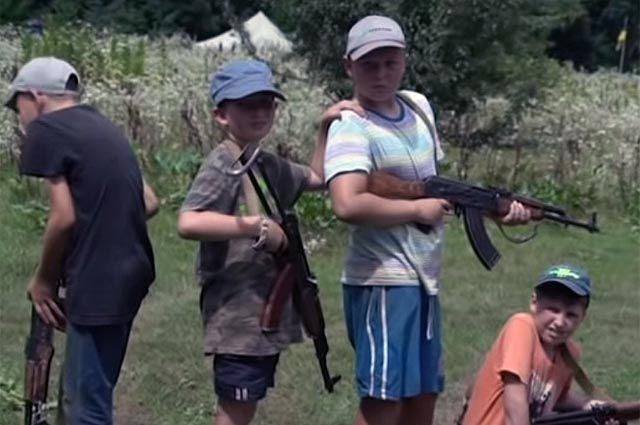 «Из детей готовят убийц». Как юных украинцев учат «уничтожать москалей»