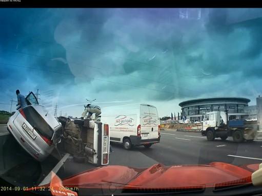 Желание купить Mercedes-Benz привело к аварии на МКАД (ВИДЕО)