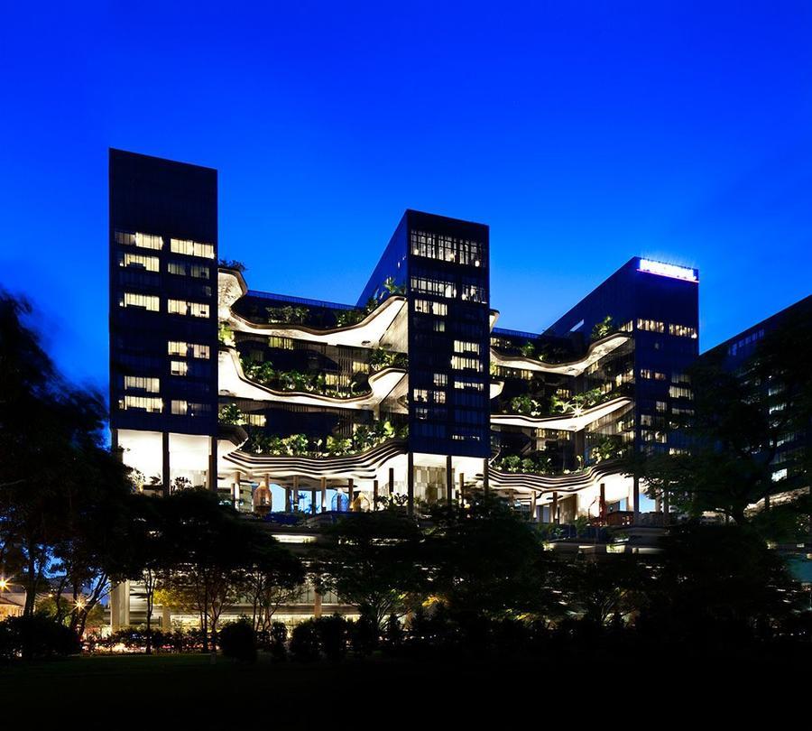 Parkroyal26 Уникальный сад на фасаде отеля в Сингапуре