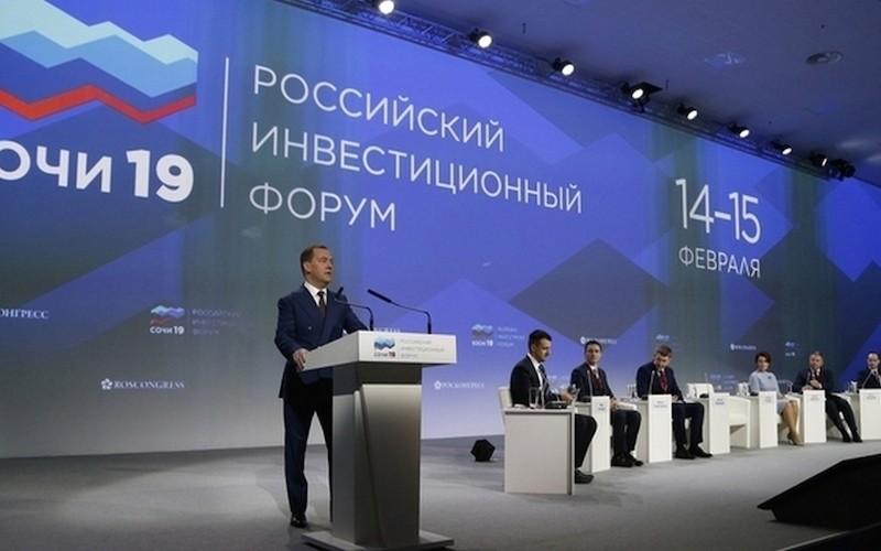 Медведев поздравил чиновнико…
