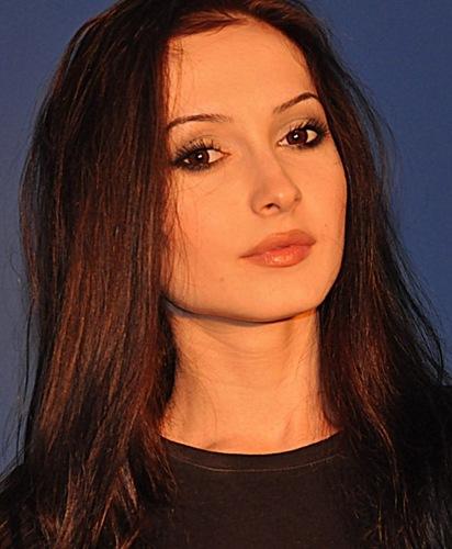 Самая красивая чеченка - телеведущая Амина Хакишева. фото