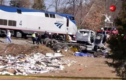 Поезд с членами Конгресса США протаранил мусоровоз