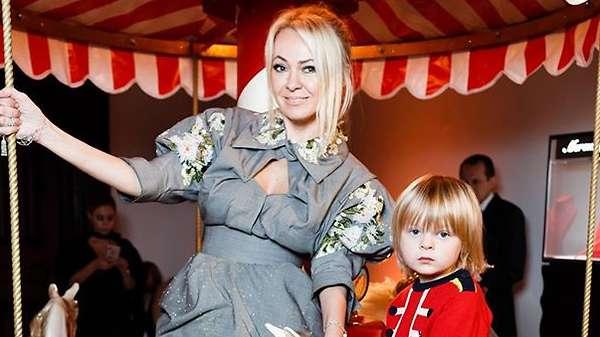 Образ дня: Яна Рудковская в Ulyana Sergeenko Couture
