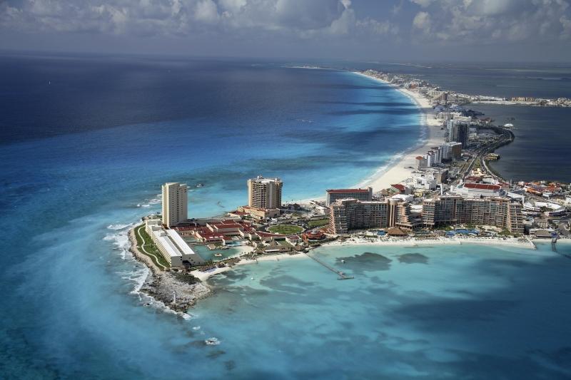 В Мексике платят 10 000 $ в месяц тому, кто согласен жить возле Карибского моря