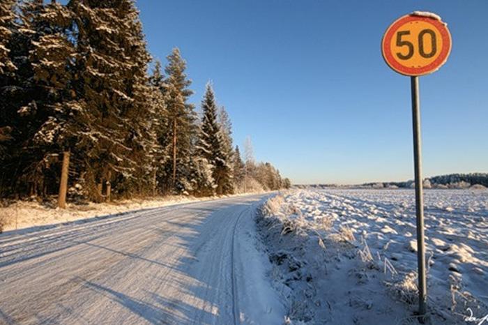 Как безопасно водить машину зимой