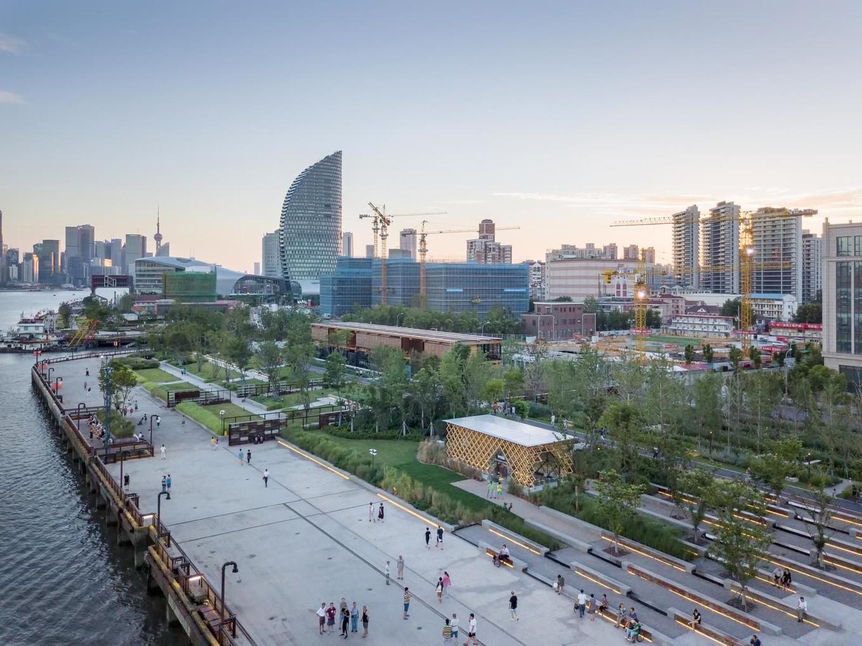 Прогулка по городскому парку в Шанхае
