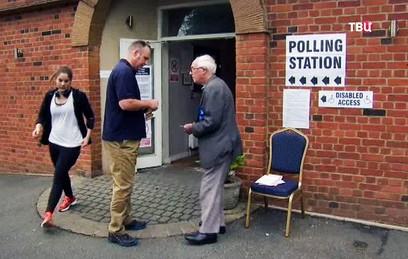 В Великобритании стартовали досрочные парламентские выборы