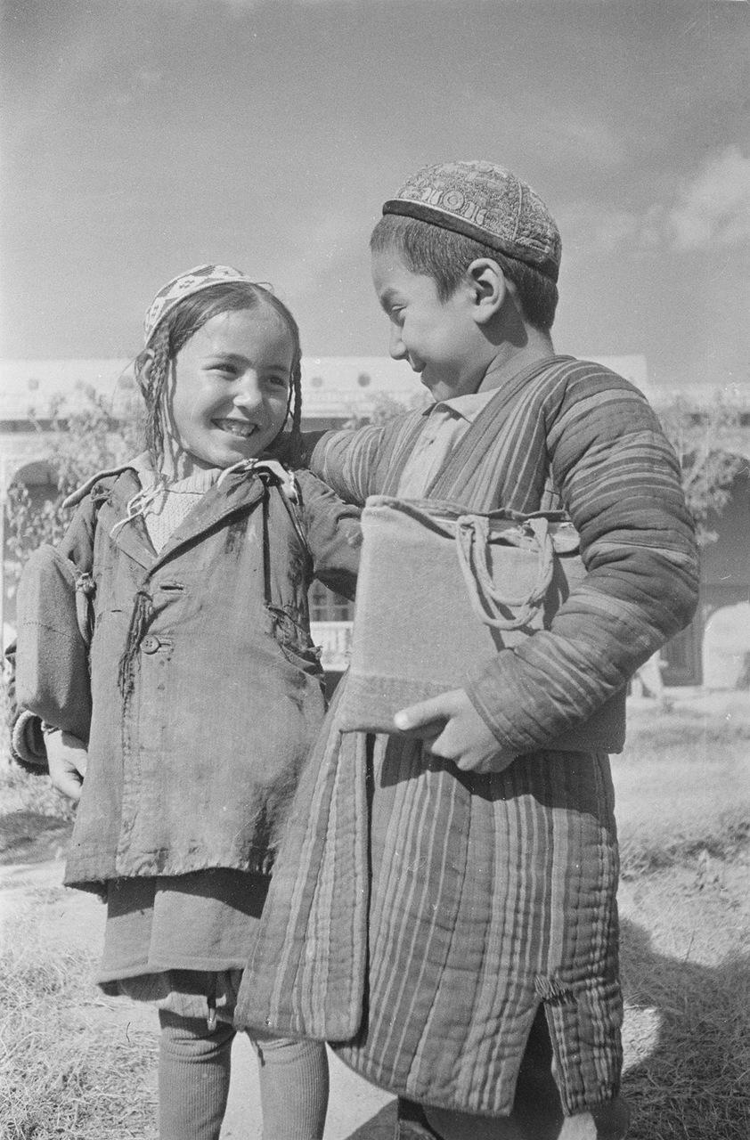 Таджикистан. Школьники