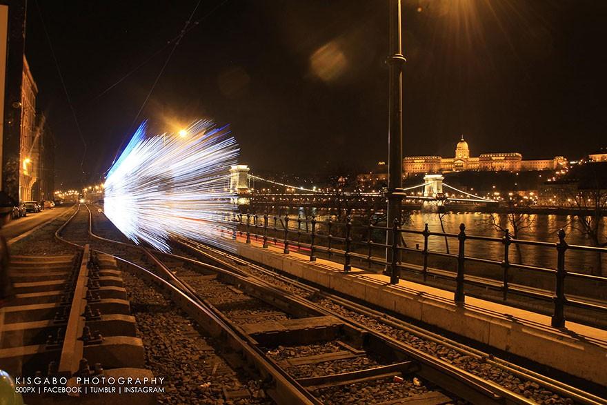 trams02 Чудесные светящиеся трамваи в ночном Будапеште