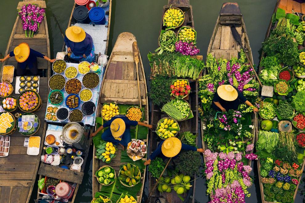 Плавучие рынки - обычная традиция во всей Юго-Восточной Азии