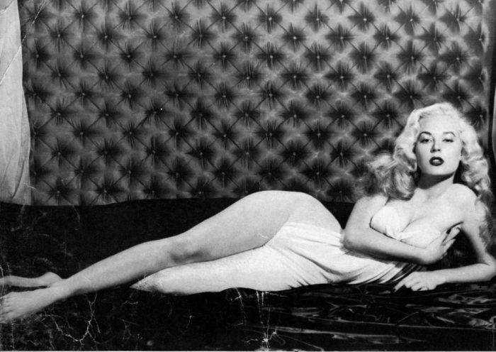 Бетти Бросмер: обладательница осиной талии и просто красивая женщина