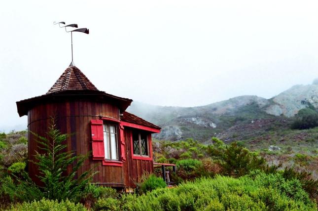 Биг-Сур (англ. Big Sur) — малонаселенный район побережья центральной Калифорнии, где горный хребет Санта-Лусия резко повышается от побережья Тихого океана