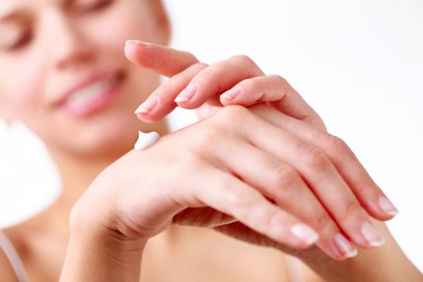 Шелушение кожи на пальцах рук: причины и лечение
