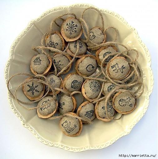 Арахис и грецкие орешки для упаковки новогодних подарков