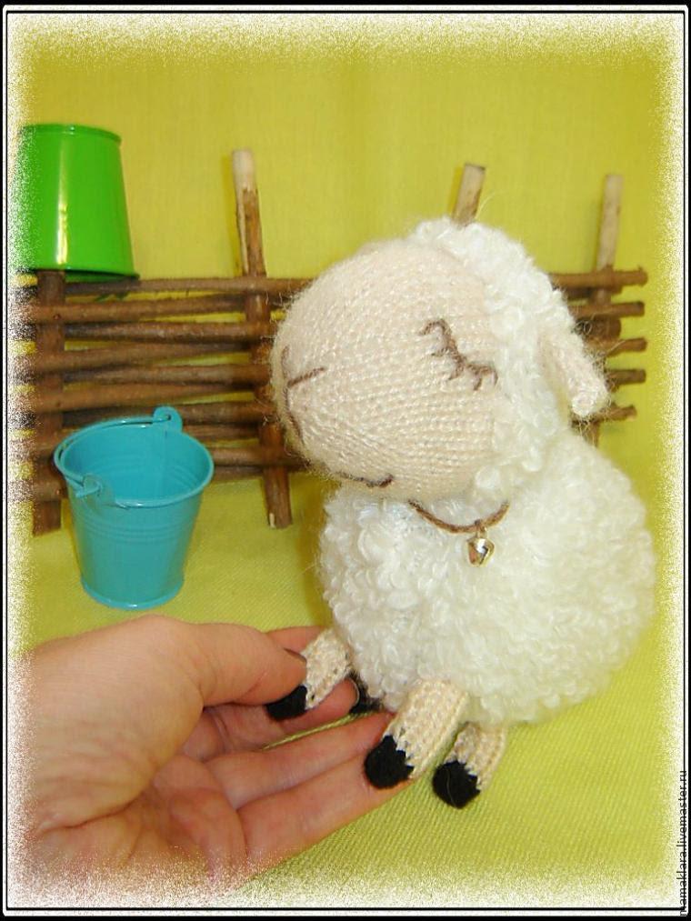 Белая овечка связаная спицами .мастер-класс