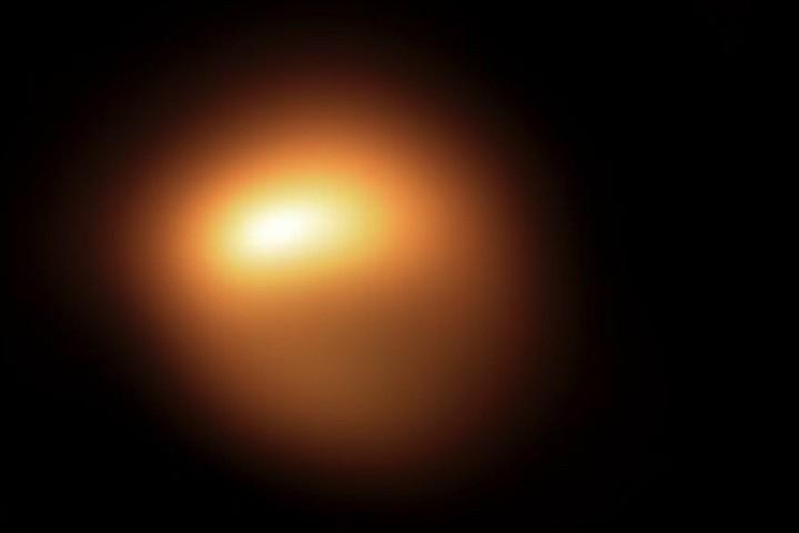 Звезда Бетельгейзе продолжает угрожать Земле концом света