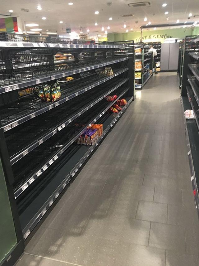 Супермаркет убрал с полок всю иностранную еду