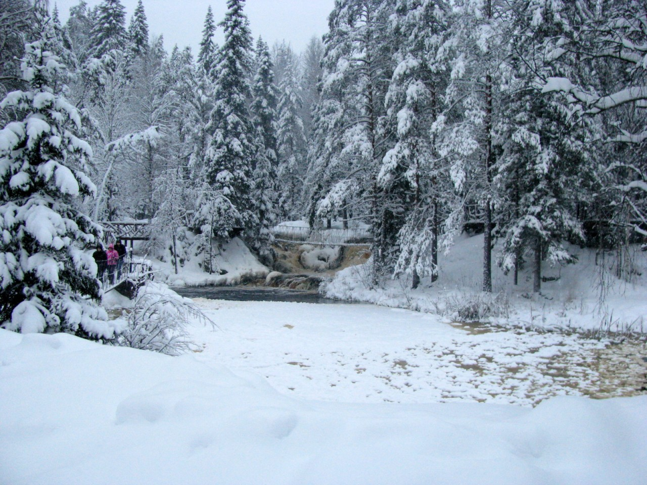 2. Зимняя карельская сказка: Рускеальские водопады. Заповедник Кивач