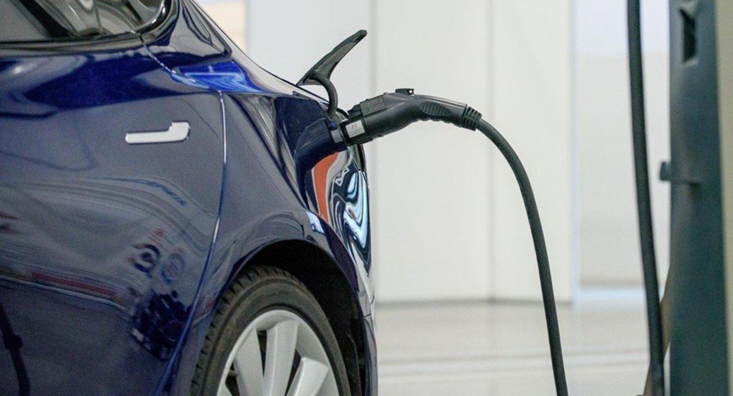 Рынок, которого нет: кого защищают чиновники от иностранных электромобилей Автомобили