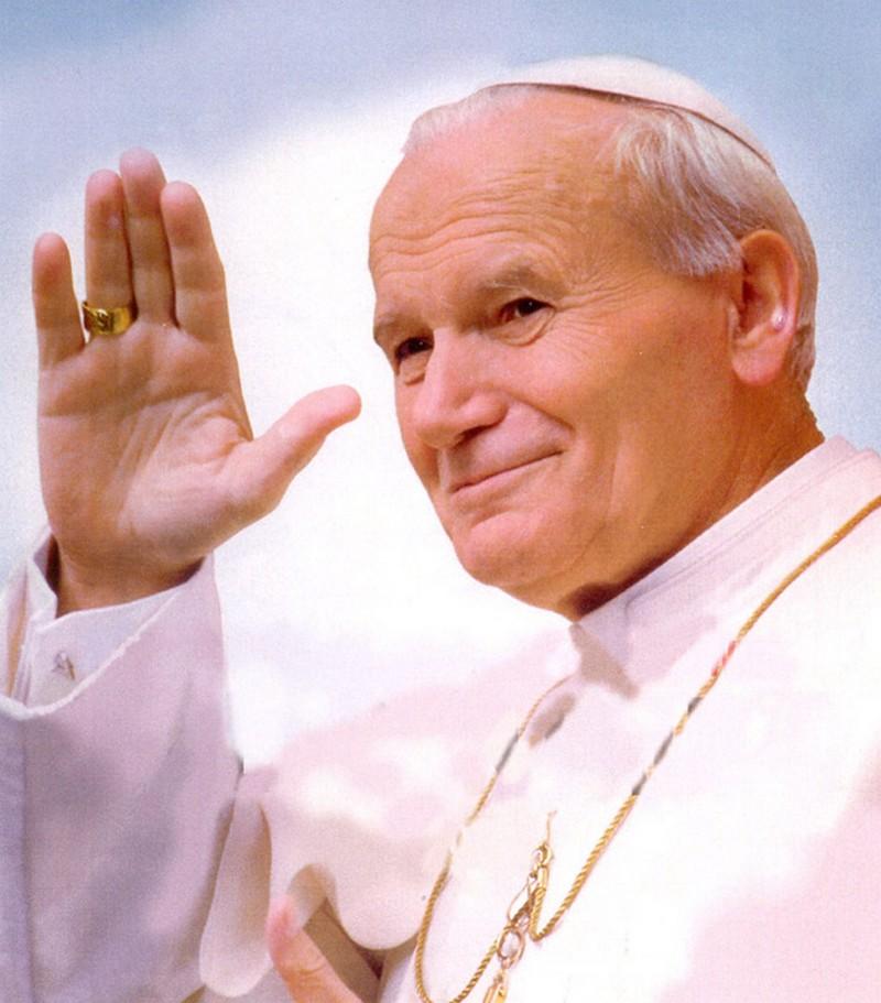 3) Римский Папа Иоанн Павел II. Папа Иоанн Павел II был известен не только как духовный лидер, но и как сторонник идеи мира на земле во время Холодной Войны. Он приложил немало усилий, для отмены коммунизма в своей родной Польше и в странах Восточной Европы. Он был Папой в течение 27 лет – а это второе по длине папство в истории. Дата и фотограф: неизвестны.
