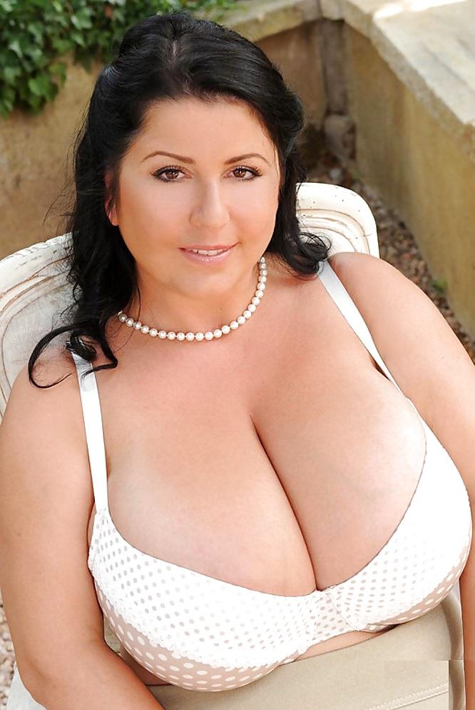 фото гигантских голых доек утверждают, что нет