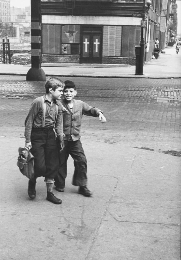 Уличная жизнь Нью-Йорка с 1930-х до 80-х годов в фотографиях Элен Левитт 33