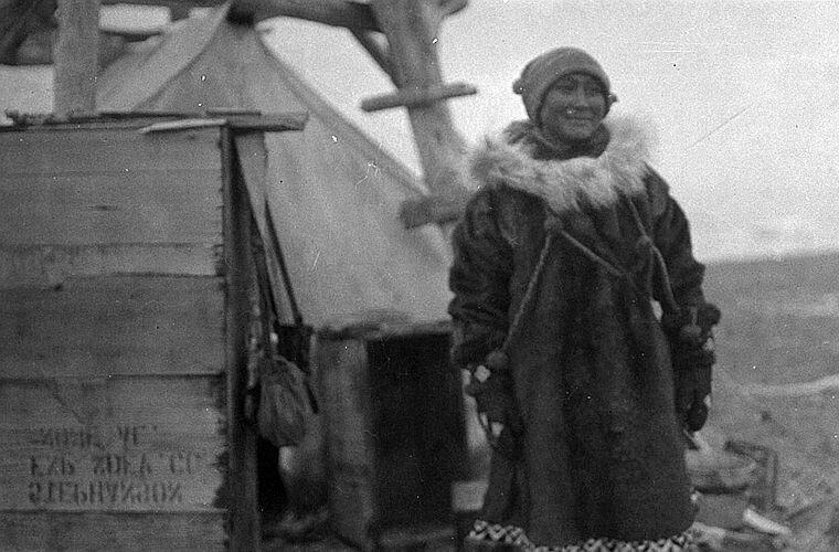 Последняя фотосессия Ады Блэкджек на острове Врангеля. Эта и последующие фотографии сделаны членами экипажа спасательного судна «Дональдсон». Август 1923 года Ада Блэкджек, арктика, интересно, история, познавательно, факты