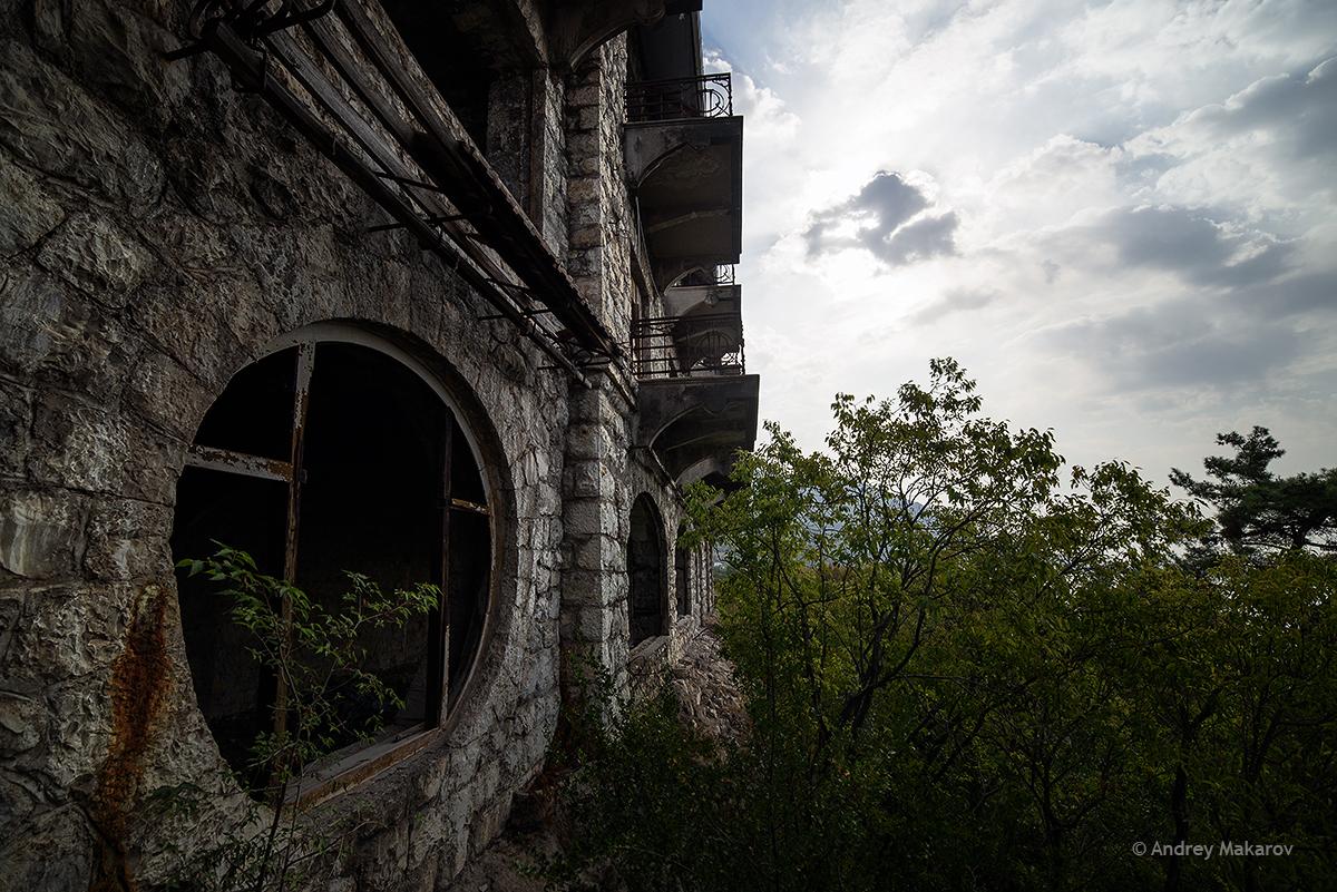 замок принца ольденбургского в гаграх фото