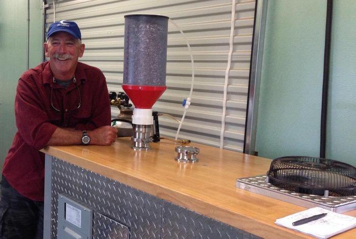 Полупортативный реактор пиролиза - устройство, способное превратить пластик в топливо. /Фото: newatlas.com
