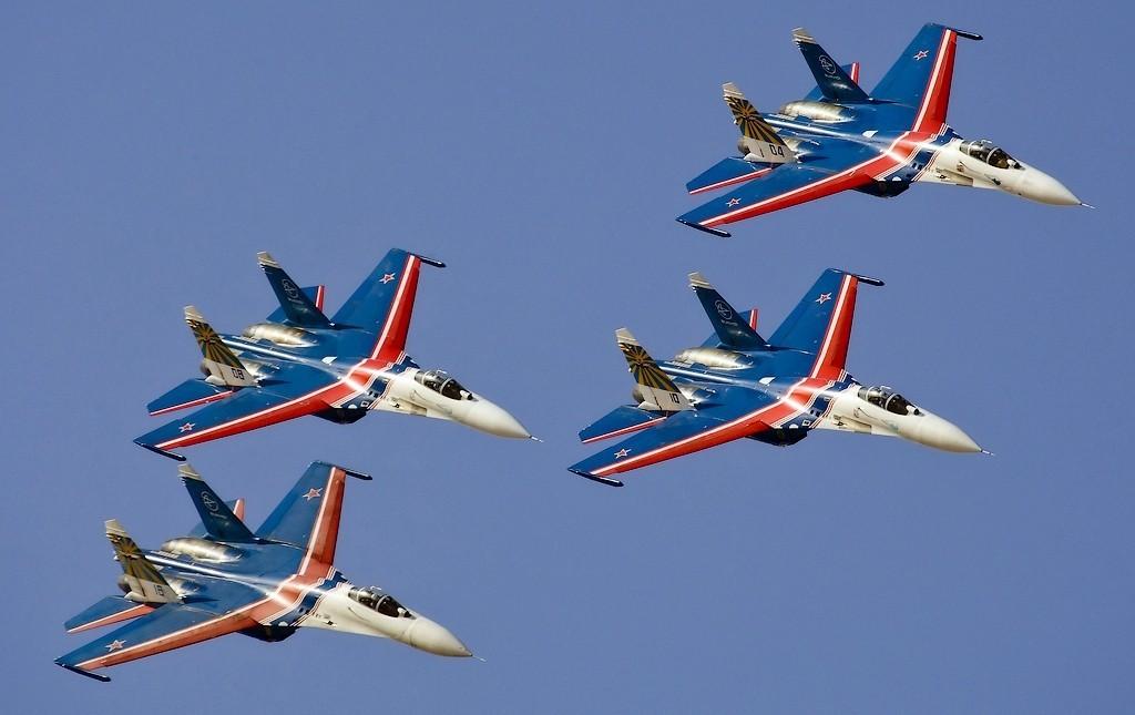 «Это Путин летит !? Русские великолепны!» — иностранцы поражены манёвром звена истребителей